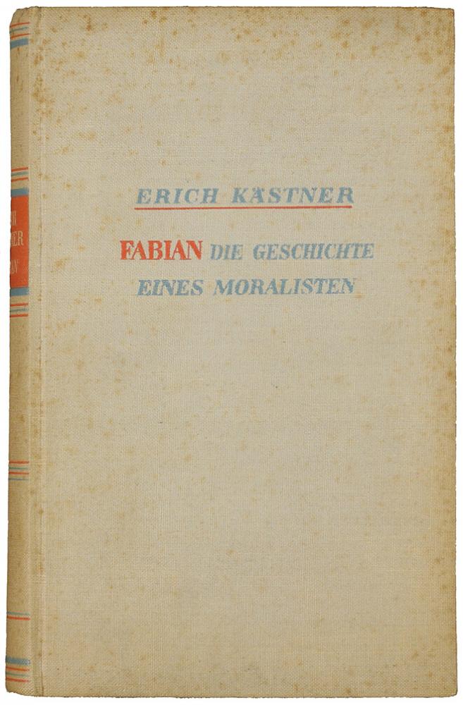 Buchumschlag: in Leinen gebunden, mit Autor, Titel und Untertitel, die in roter und hellblauer Schrift gesetzt sind.