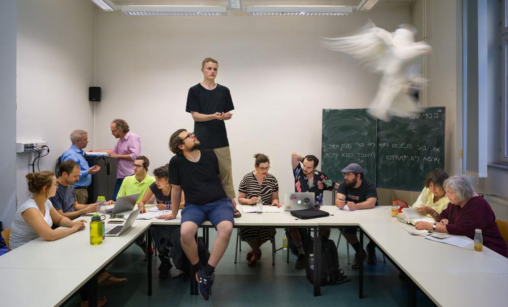 Schüler und Schülerinnen in einer Schulklasse