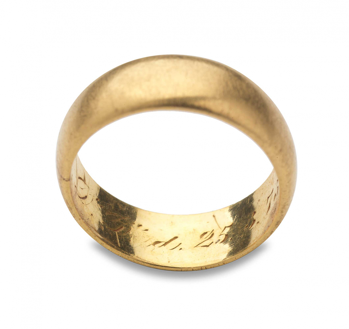 Goldener Ring mit Inschrift