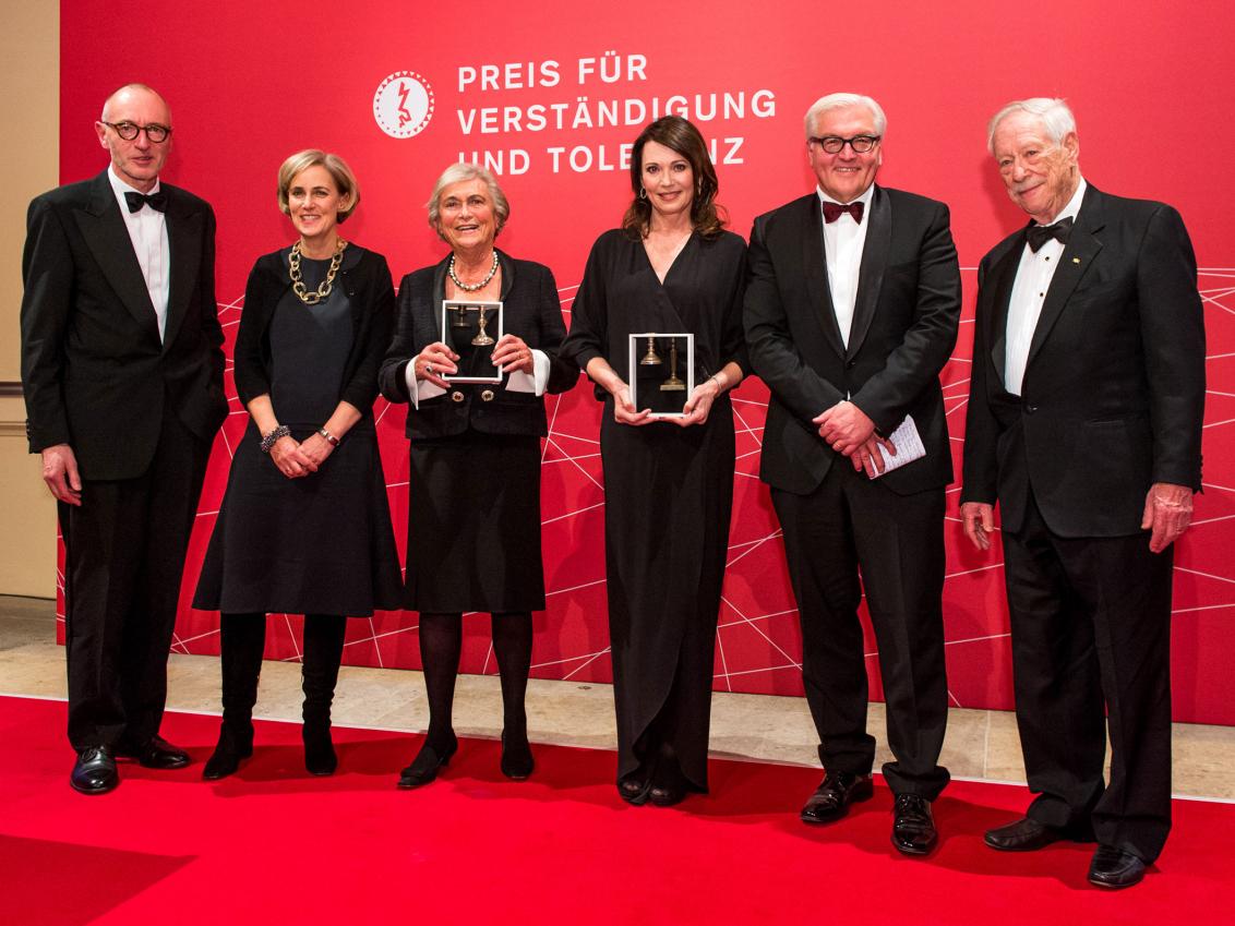 Jubiläumsdinner 2013: Ulrich Raulff, Regine und Doris Leibinger, Iris Berben, Frank Walter Steinmeier, W. Michael Blumenthal