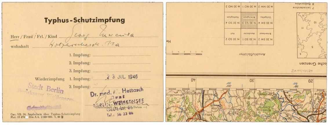 Handschriftlich ausgefüllter Vordruck einer Typhus-Schutzimpfung, Unterschrift von Dr. med. Hettasch in Berlin-Weißensee, die Rückseite zeigt den Rand einer Landkarte mit Maßstabsangaben