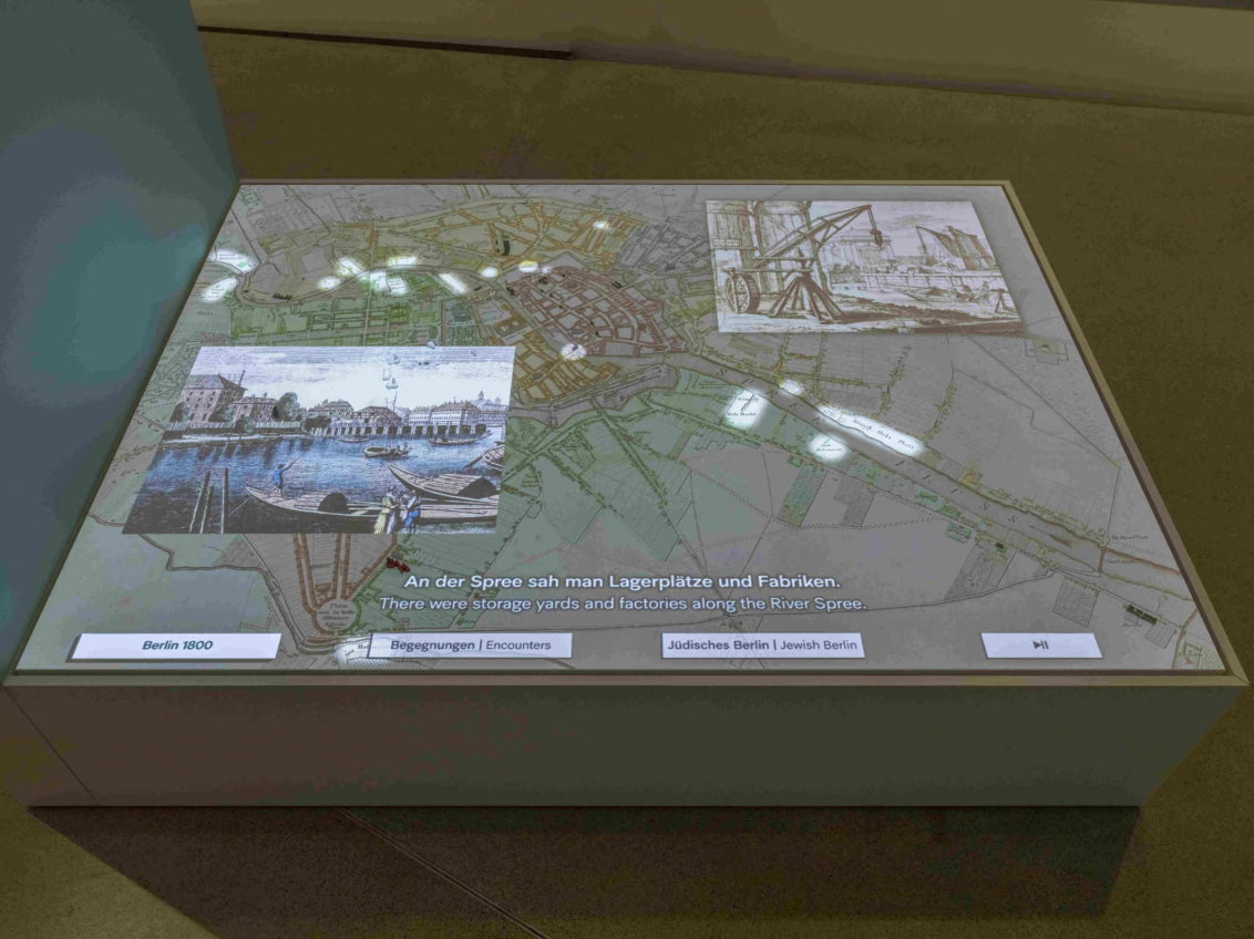 Ansicht einer Medienstation, auf der ein Stadtplan angezeigt wird