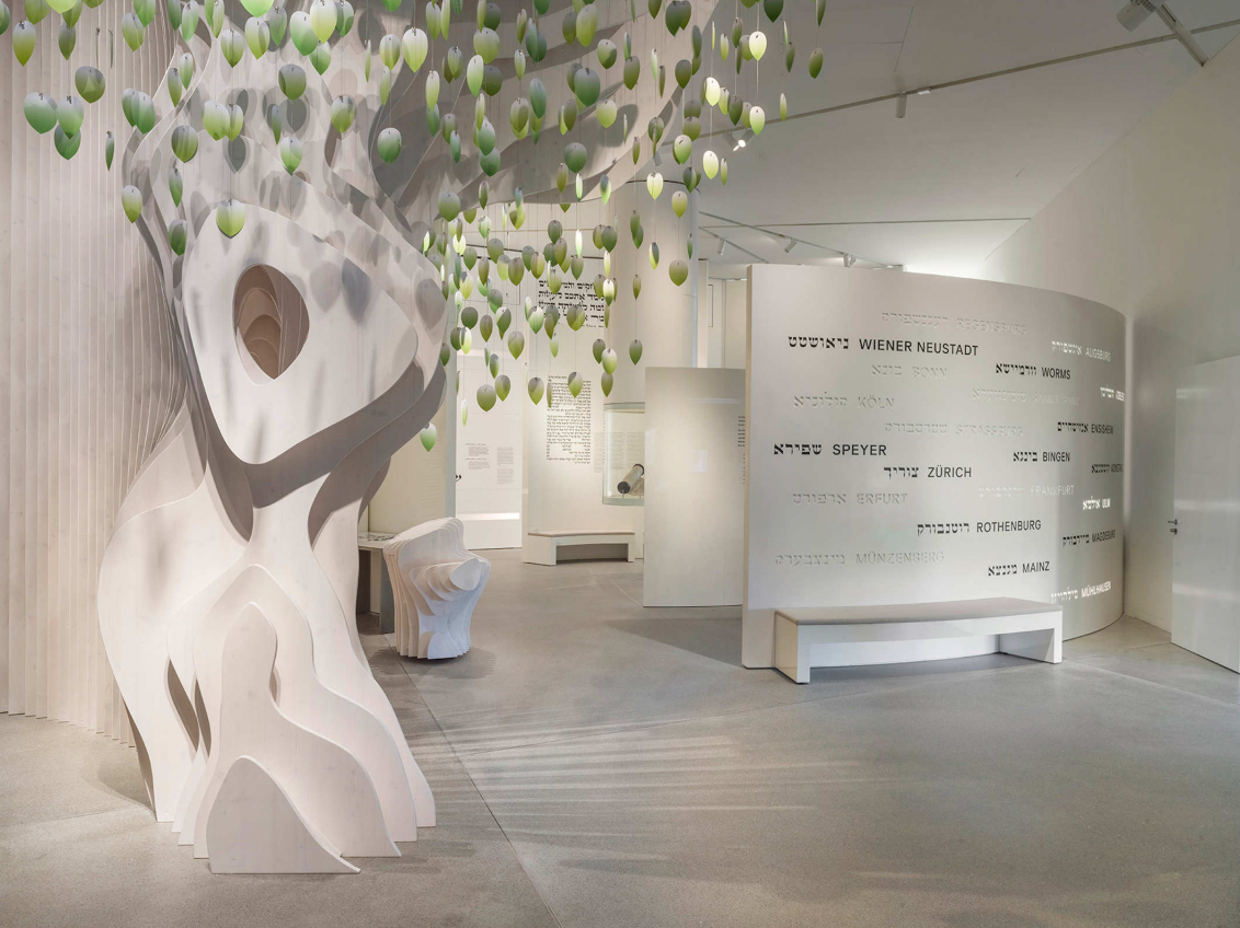 Entrance area Permanent exhibition with stylized tree with green leaves hanging from it
