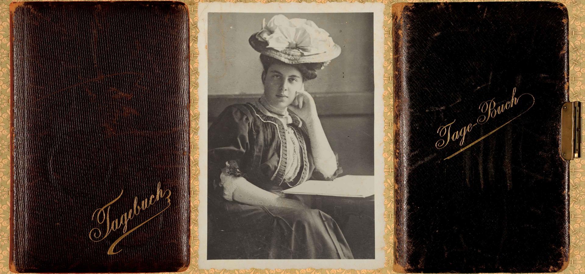 """Links: Cover eines Tagebuchs, Mitte: Schwarz-Weiß Porträtfoto einer jungen Dame. Sie trägt ein hochgeschlossenes Kleid mit Hut im Stil der 1910er Jahre. Rechts: Cover eines abgegriffenen Tagebuchs mit Ledereinband und dem goldenen Schriftzug """"Tage-Buch""""."""