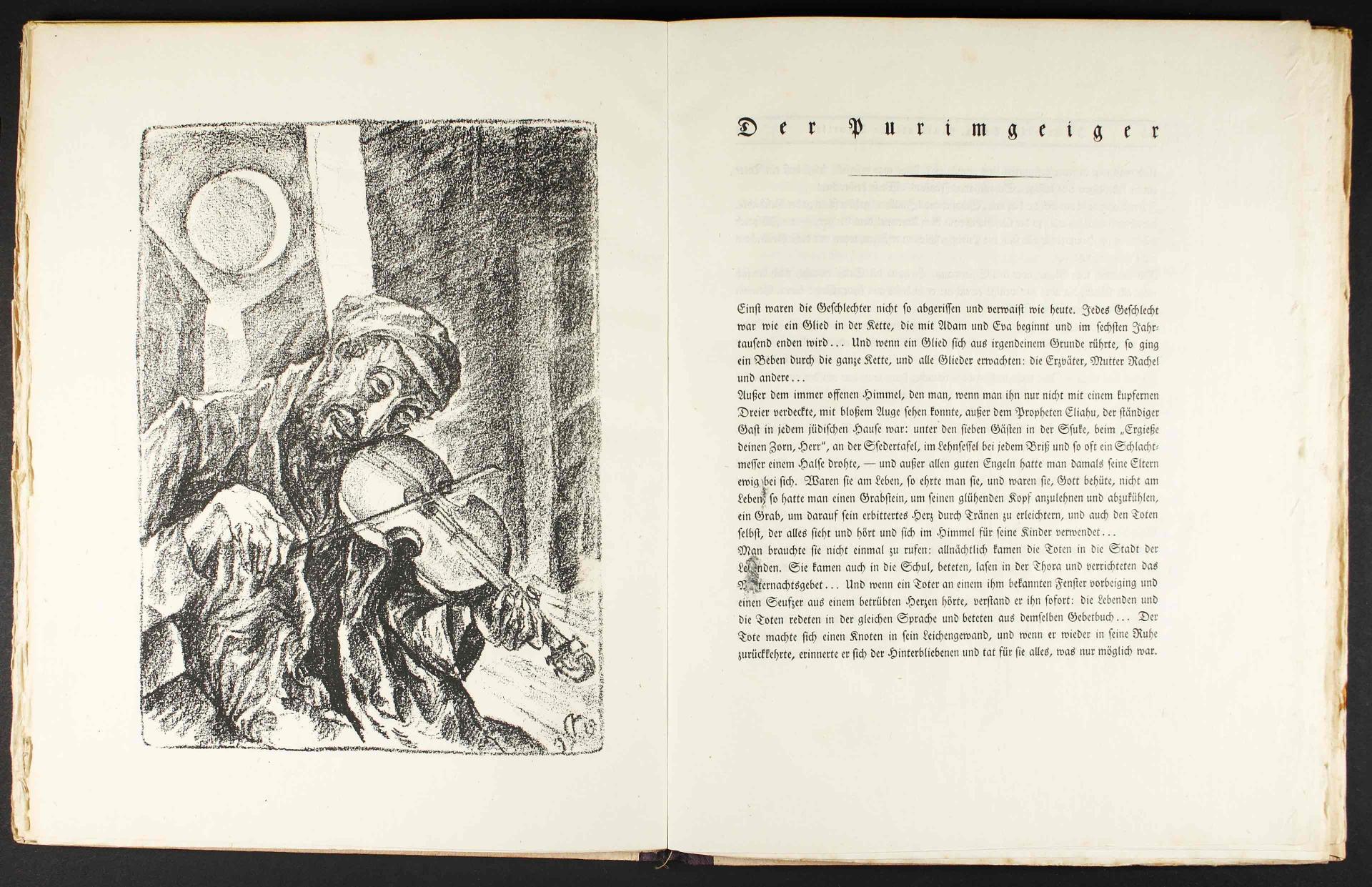 Aufgeschlagenes Buch mit einer Textseite und einer Schwarz-Weiß-Lithografie eines Geigers