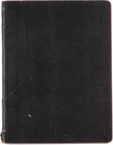 Ein abgegriffenes Notizbuch mit schwarz-braunem Einband