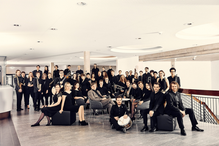 Photography: Group picture of the orchestra with some instruments