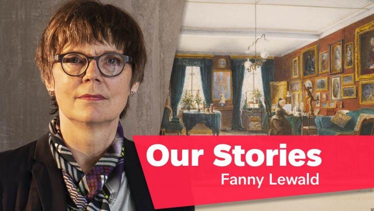 """Porträtfoto von Inka Bertz, im Hintergrund ein Gemälde, das einen Salon zeigt, rechts unten im Bild der Schriftzug """"Our Stories: Fanny Lewald"""""""