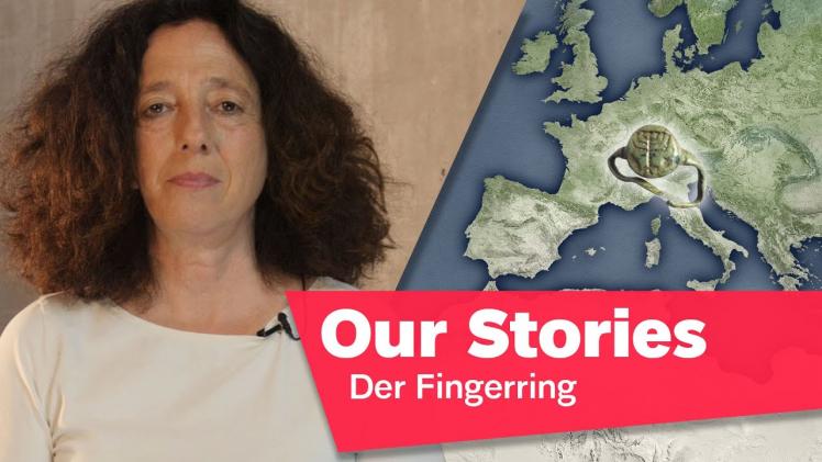 """Porträtfoto von Miriam Goldmann, im Hintergrund ein Ring und eine Europakarte, rechts unten im Bild der Schriftzug """"Our Stories: Der Fingerring"""""""