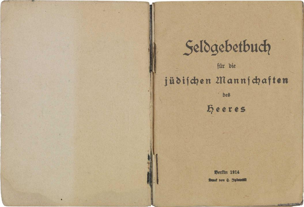 Aufgeschlagene Doppelseite mit Titelseite, gedruckt