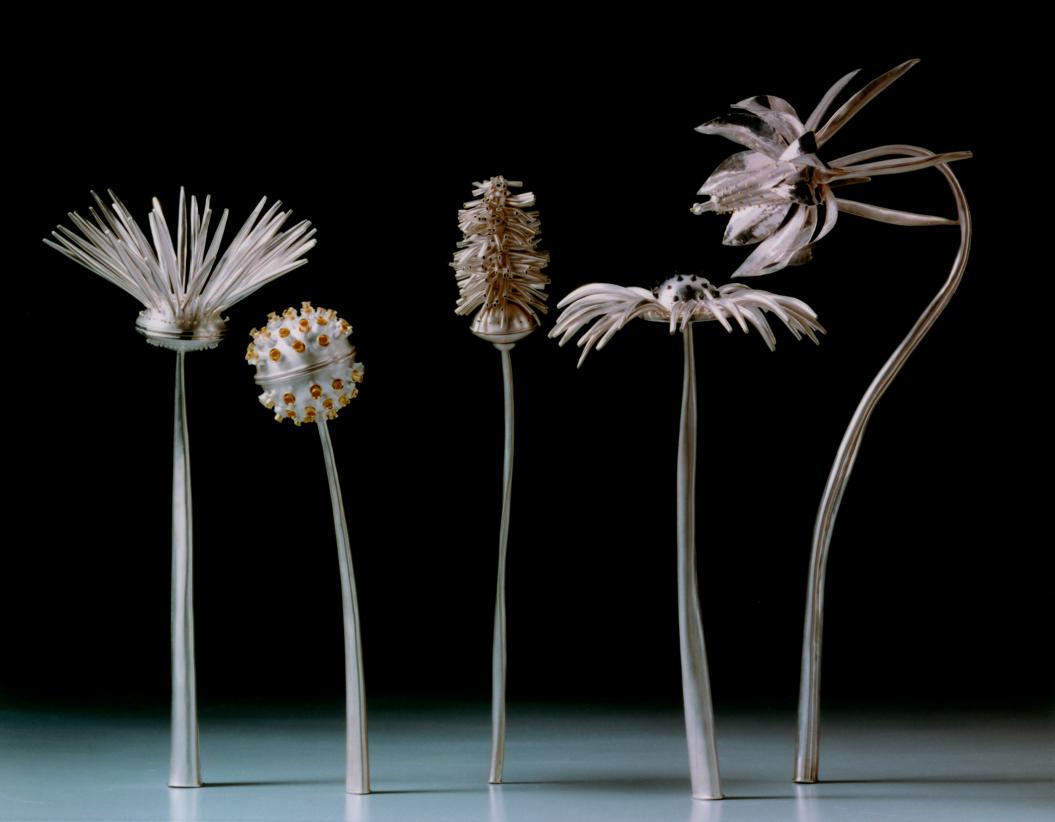 Gewürzbüchsen in Form silberner Blumen