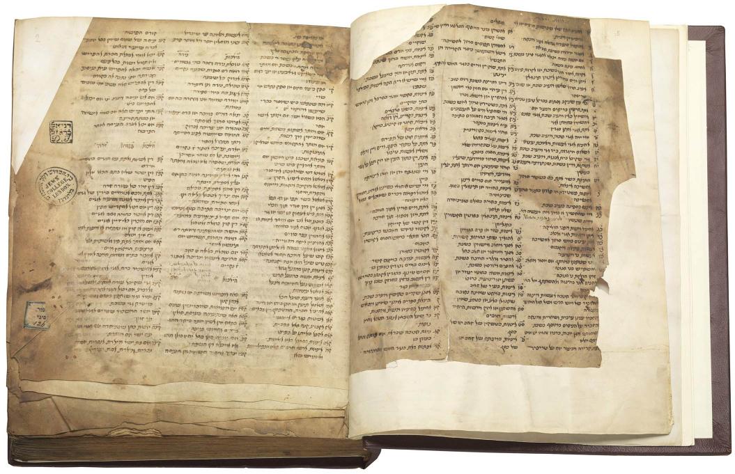 Manuskriptseite in hebräischer Schrift aus dem Mittelalter