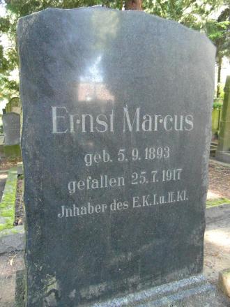 Color photo: black gravestone with inscription