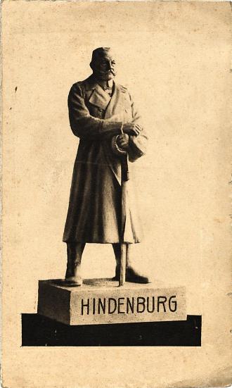 Abbildung einer männlichen Statue mit Schwert (am Sockel: »HINDENBURG«)