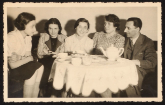 Anita, Renate and Marianne Lasker with their parents, 1938