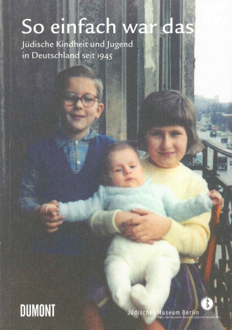 "Book Cover of ""So einfach war das"": vintage photograph of two small children holding a baby"