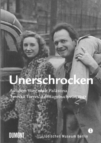 "Book Cover of ""Unerschrocken"": black and white photograph of a man and a woman standing next to each other, the man is carrying something over his shoulder"