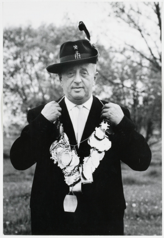 Fotografie von Hugo Spiegel als Schützenkönig