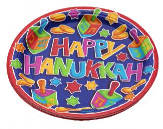 """Bunter Pappteller mit der Inschrift: """"HAPPY HANUKKAH"""", drumherum Dreidels, Latkes und Magnej David"""