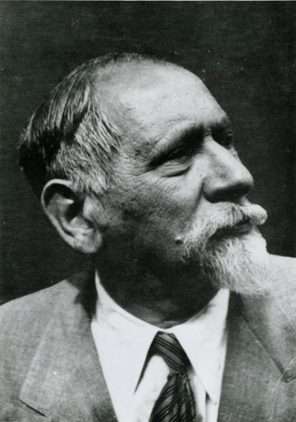 Portrait photo of Leo Baerwald in black and white.