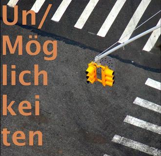 Schriftzug »Un/Möglichkeiten« auf Zebrastreifen