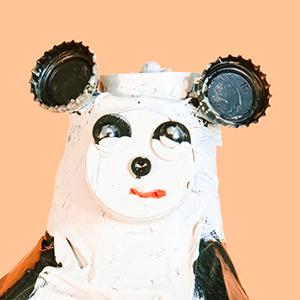 Figur Pandabär, aus verschiedenen Materialien gebaut