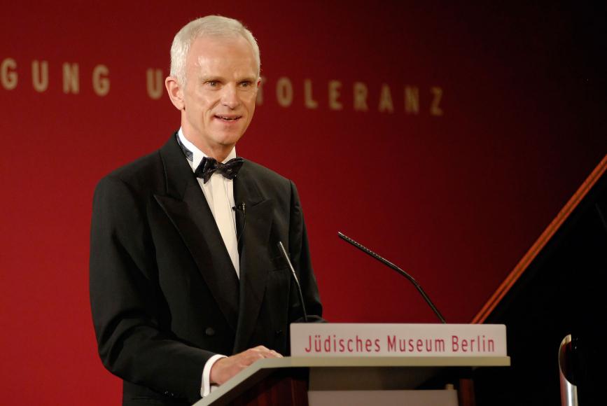 Anniversary dinner 2006: Helmut Panke gives a speech