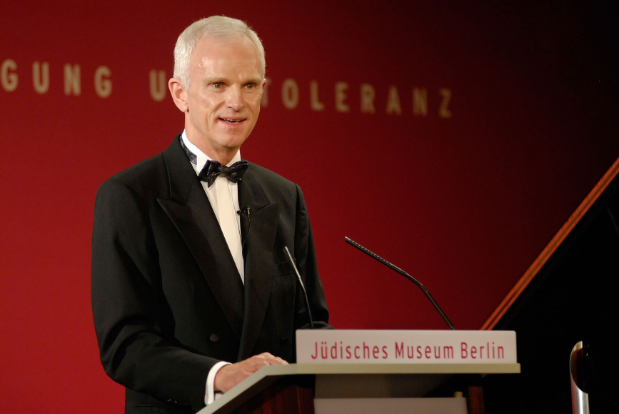 Anniversary dinner 2006: Helmut Panke gives a speech
