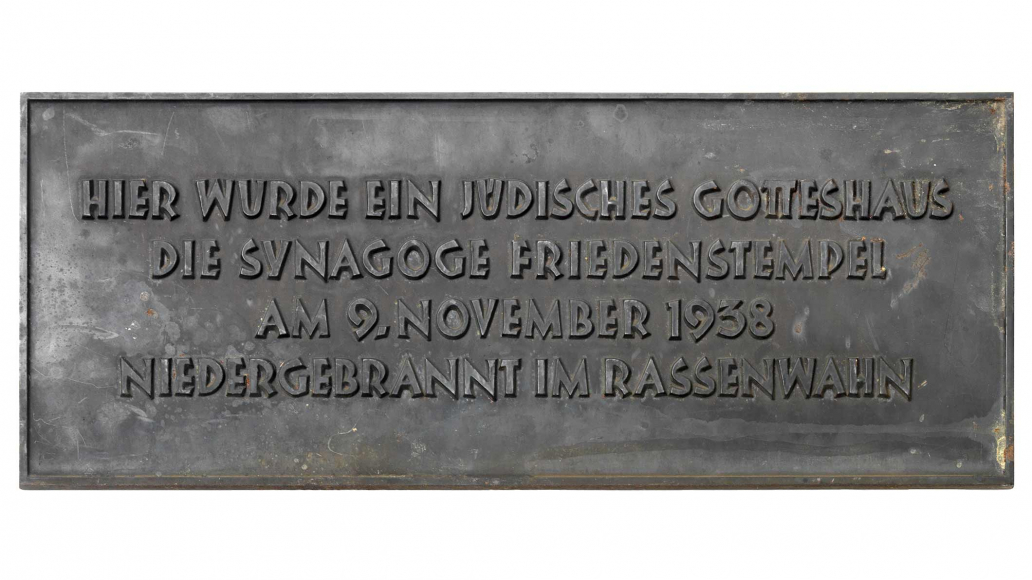 Commemorative plaque for the Friedenstempel synagogue in Berlin's Wilmersdorf district, destroyed in 1938