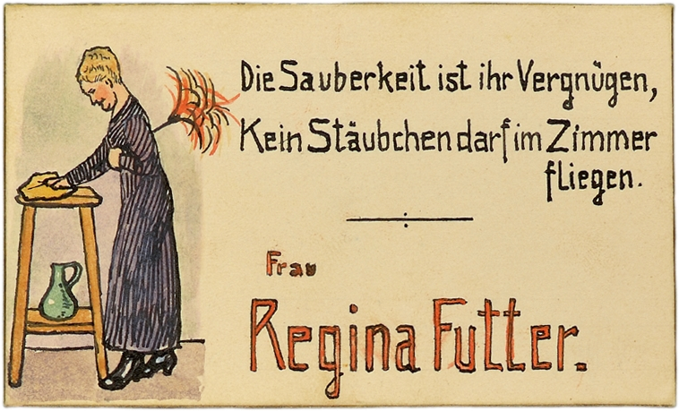 Tischkarte von Regina Futter. Links im Bild ist Regina Futter mit einem Staubwedel abgebildet. Der Text lautet: »Die Sauberkeit ist ihr Vergnügen, Kein Stäubchen darf im Zimmer fliegen.«