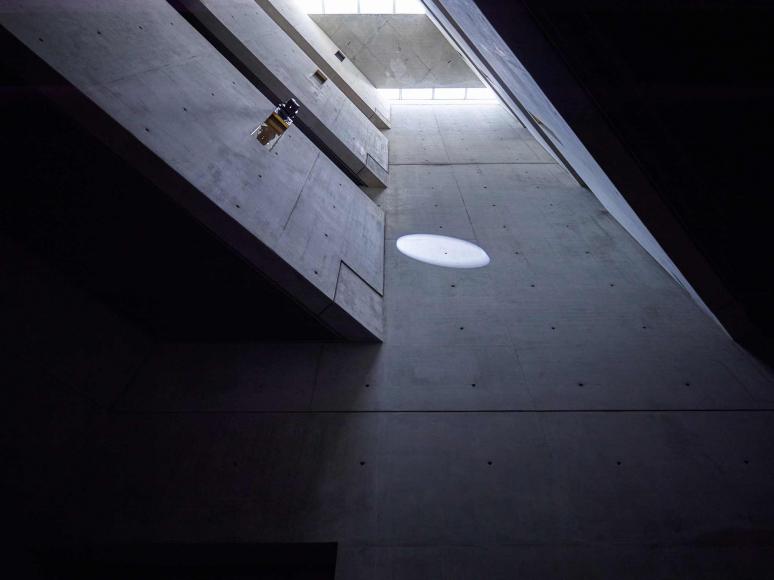 Libeskind-Bau mit Installation