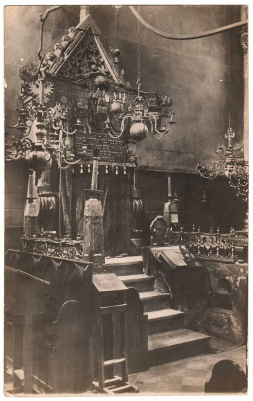 Black and white photograph of the interior of a synagogue
