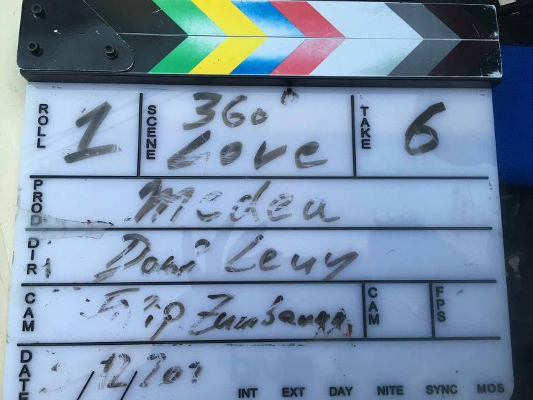 Beschriftung der Filmklappe: »Roll 1 - 360° Love - Take 6 -Medea -Dani Levy -Filip Zumbrunn«