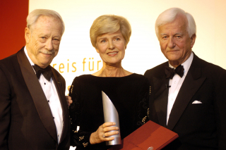 Anniversary dinner 2003: W. Michael Blumenthal, Friede Springer, and Richard v. Weizsäcker