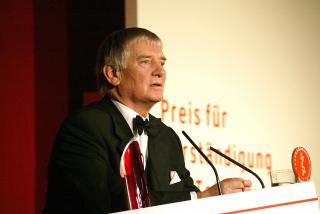 Anniversary dinner 2003: Otto Schily gives a speech