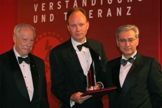 Jubiläumsdinner 2005: W. Michael Blumenthal, Nikolaus Graf Lambsdorff und Salomon Korn