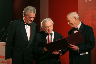 Anniversary dinner  2005: Award winner Heinz Berggruen with Michael Naumann and W. Michael Blumenthal