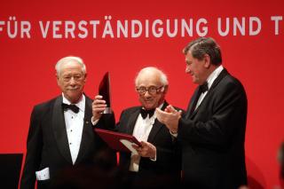 Jubiläumsdinner 2007: W. Michael Blumenthal, Preisträger Fritz Stern und Richard Holbrooke