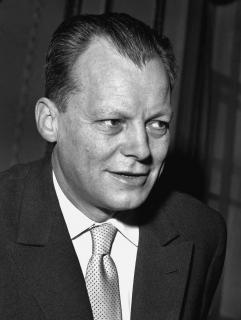 Schwarz-Weiß-Porträt von Willy Brandt