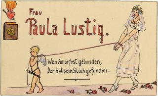 Tischkarte von Paula Lustig. Die Braut Paula Lustig ist an den Händen gebunden und wird von einer kleinen Amor-Figur gezogen. Der Text links neben der Abbildung lautet »Wen Amor fest gebunden, Der hat sein Glück gefunden«