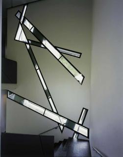 Ventanas alargadas que se cruzan en el edificio Libeskind del Museo Judío de Berlín