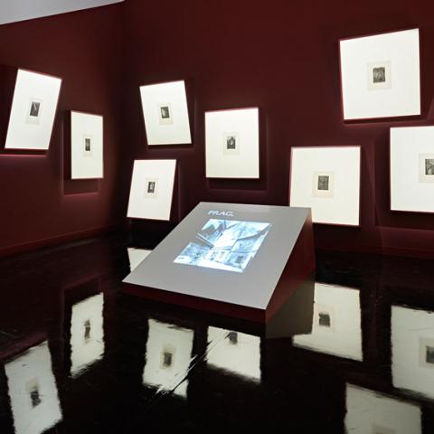 Ansicht des Raumes »Mythos Prag« der Ausstellung <cite>GOLEM</cite>